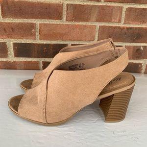 Like new Dexflex Comfort blocked heel sandals
